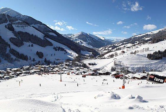 Verschneite Pisten in Saalbach Hinterglemm